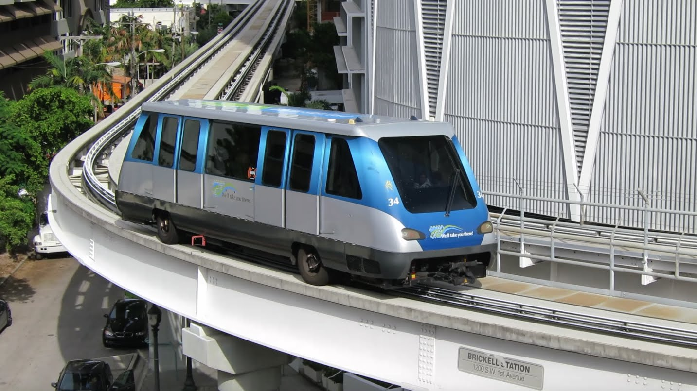 se déplacer à miami transports metromover transports en commun à miami metro aérien à miami downtown brickell omni inner loop miami off road