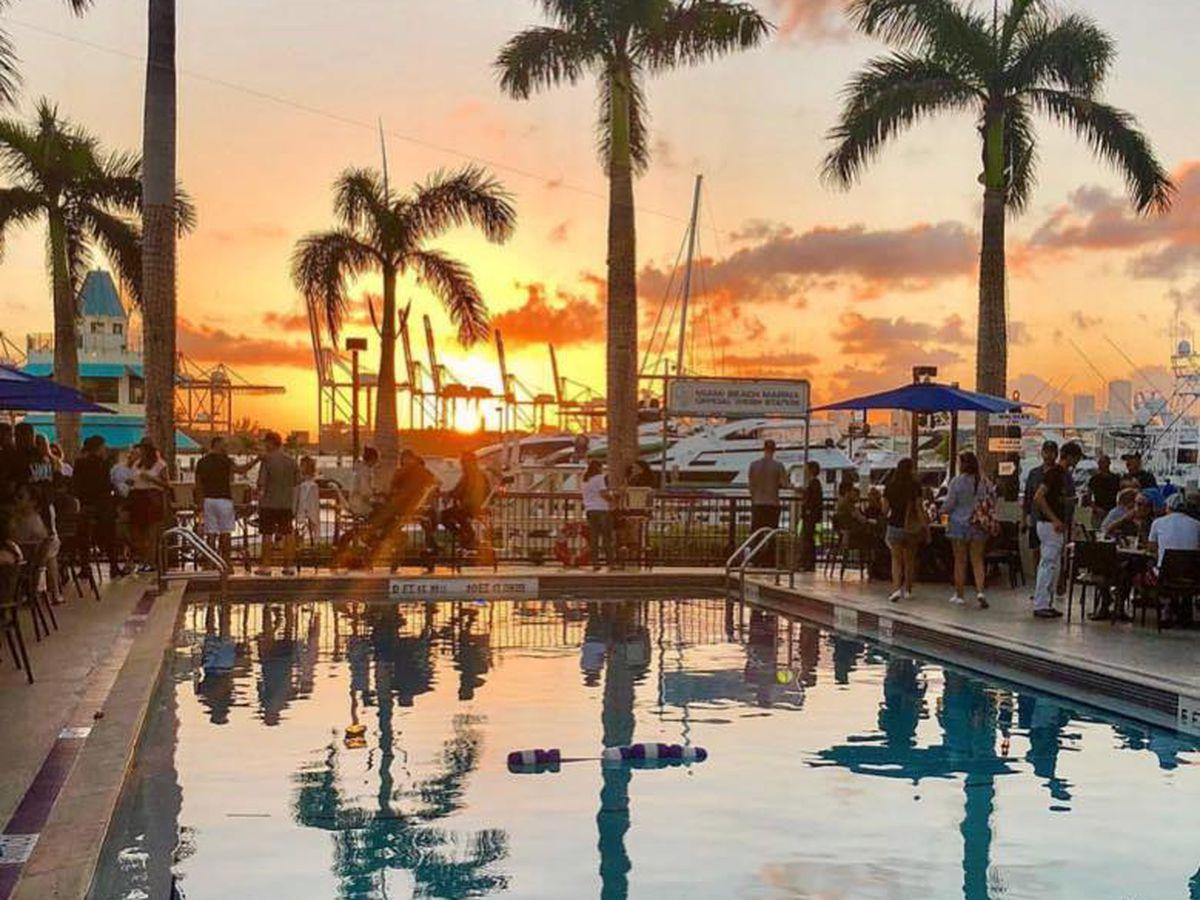 vue monty's sunset south beach miami beach restaurants avec vue table avec vue skyline de Miami vue mer plein les yeux blog miami off road