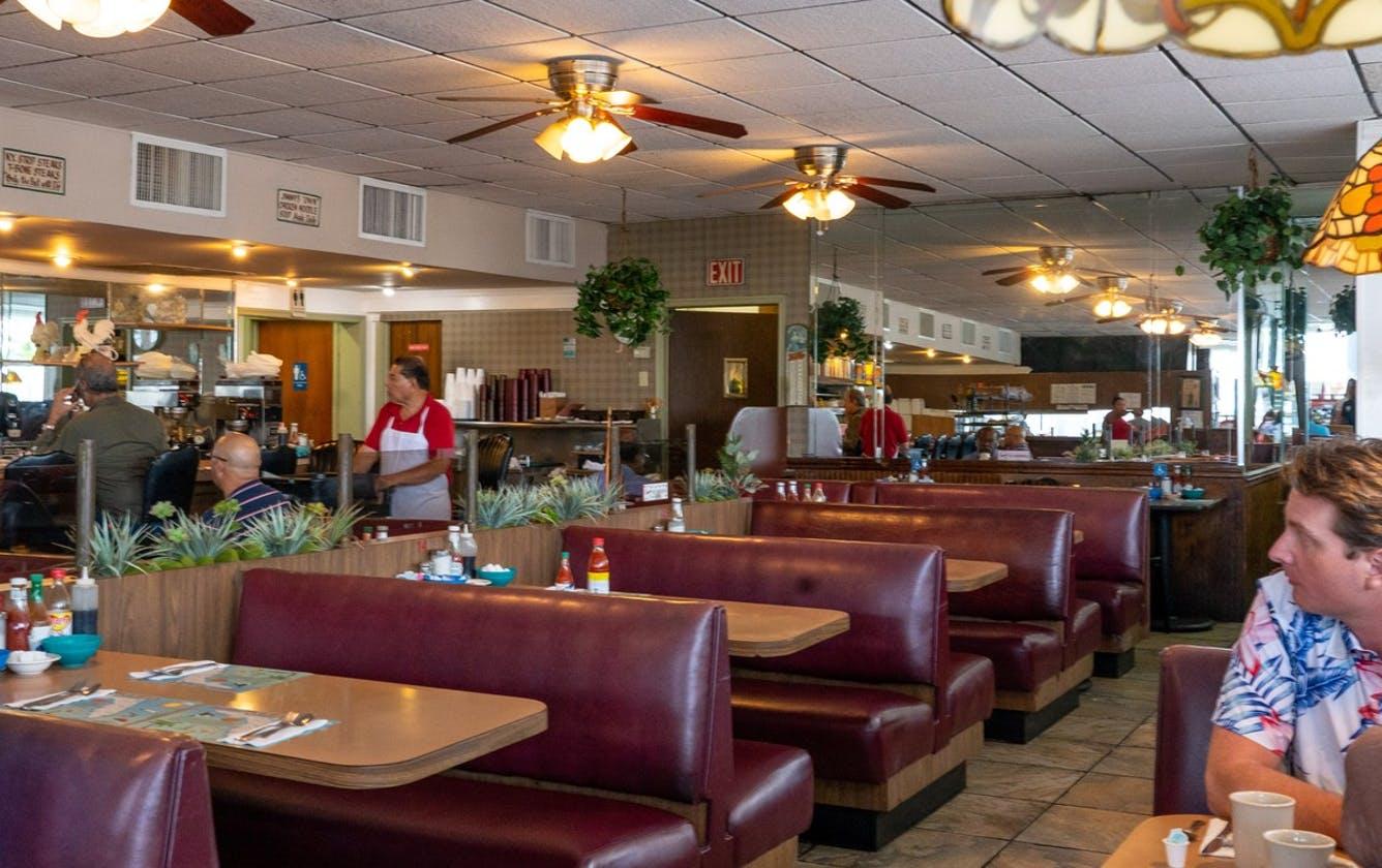little haiti ou manger a little haiti Jimmy's Eastside Diner Moonlight brunch diner petit déjeuner classique que faire a little haiti que faire dans le quartier haïtiens bonnes adresses bon plans miami floride visiter miami en français visiter la floride en francais visites guidées en francais miami off road